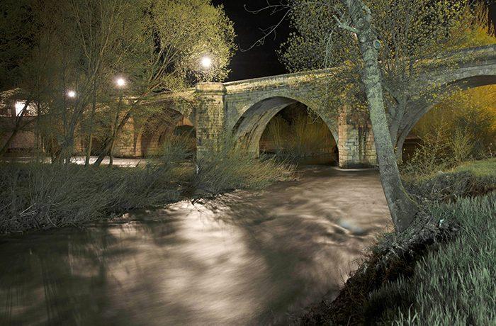 We gaan ook nachtopnamen maken, bijvoorbeeld van de brug over de rivier.