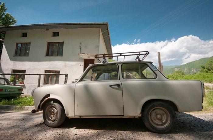 Het eenvoudige plattelandsleven: de auto als anti-statussymbool.