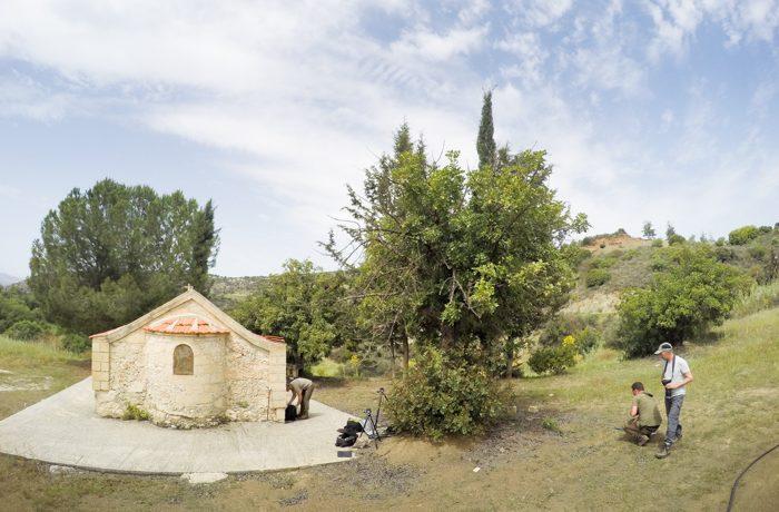 Eén van de mooiste landelijke plekken, met veel bloemen, een mini-beekje, een wasplaats en een kapel.