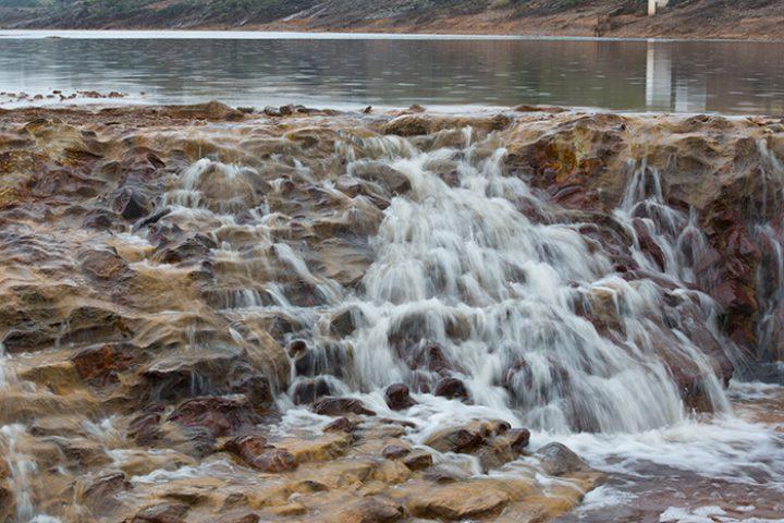 watervalletje in de Rio Tinto, welke combi van sluitertijd en uitsnede zou jij hier kiezen?