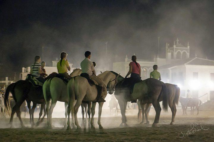 Geen scootertjes, maar paarden in de straten en op het pleinraat